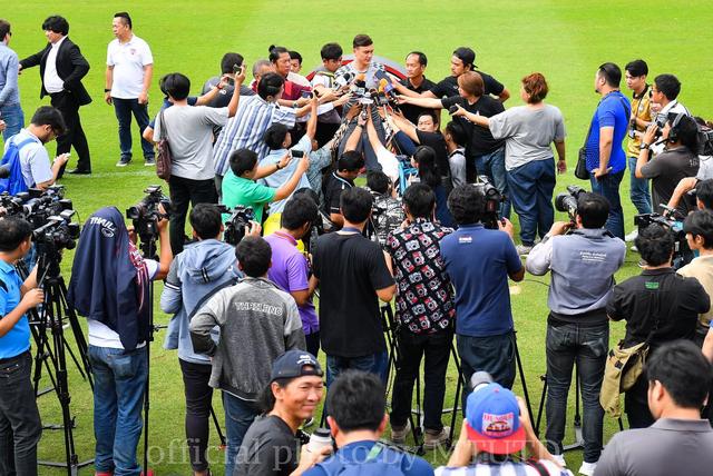 Văn Lâm thực sự tạo cơn sốt lớn với truyền thông Thái Lan.