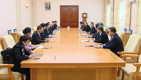 Phó Thủ tướng Phạm Bình Minh hội đàm với Phó Chủ tịch Ban chấp hành trung ương Đảng, Trưởng Ban Quốc tế Đảng Lao động Triều Tiên Ri Su Yong.