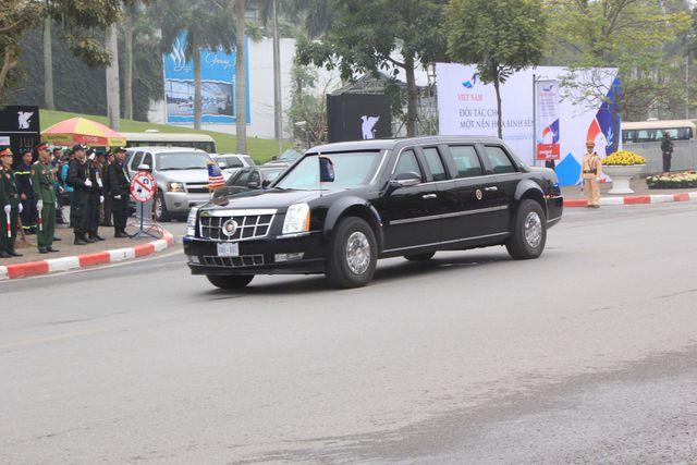Đoàn xe đưa Tổng thốg Donald Trump rời khách sạn Marriott.