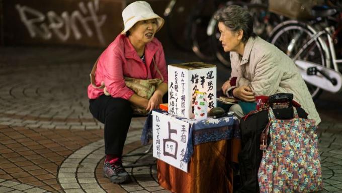 Xem bói là nghề kiếm bộn tiền ở Nhật Bản