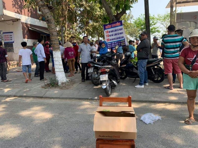 Người dân đặt thùng quyên góp kêu gọi giúp đỡ gai đình có nạn nhân tử vong