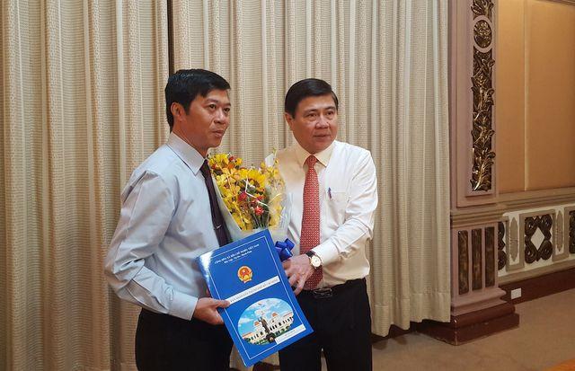 Chủ tịch UBND TPHCM trao quyết định bổ nhiệm ông Trần Tuấn Ngọc giữ chức Chánh Văn phòng Đoàn ĐBQH và HĐND TP.