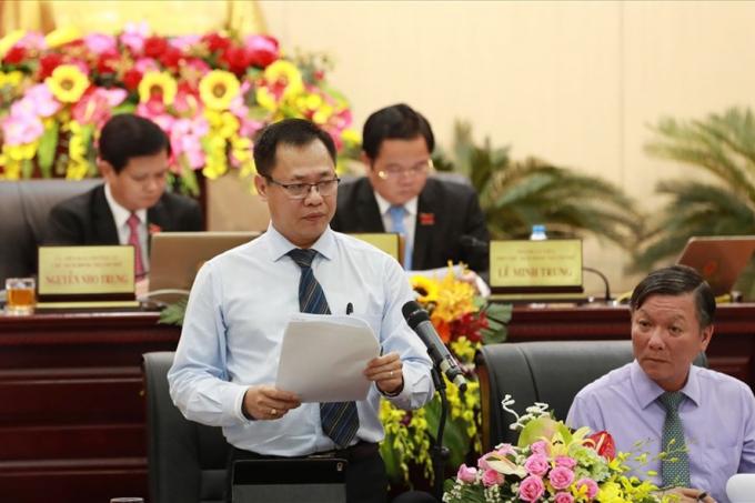 Giám đốc Sở Xây dựng Đà Nẵng Vũ Quang Hùng (bên trái) được điều động về làm Bí thư quận Liên Chiểu.