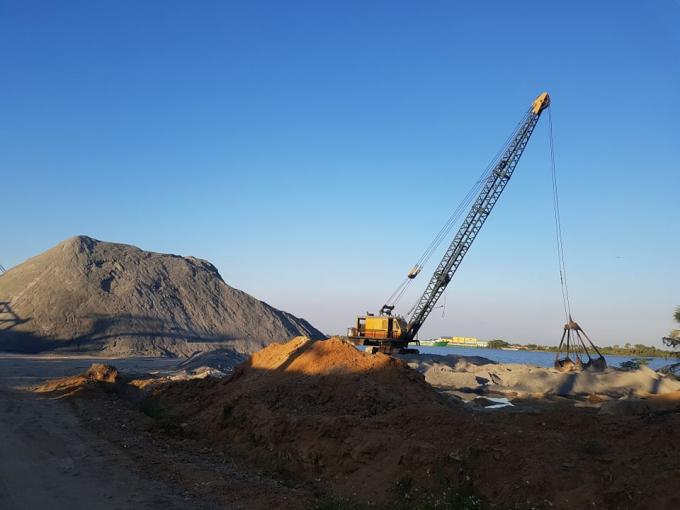 Song song với nhà xưởng, công trình phụ trợ vi phạm thì bến thủy nội địa Nguyễn Thị Nga cũng đã hết thời hạn hoạt động hơn một năm nay, nhưng ghi nhận vào giữa tháng 3/2019 thì bến vẫn hoạt động bình thường.