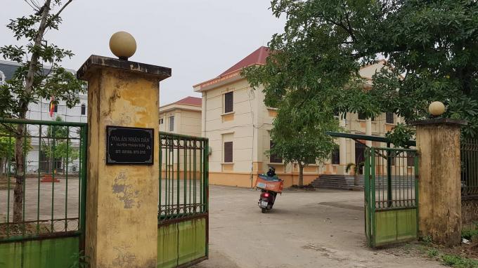 Ông Nguyễn Khắc Vĩnh - Phó Chánh án TAND huyện Thanh Sơn cho rằng phóng viên tác nghiệp phải có thẻ nhà báo mới làm việc, còn giấy giới thiệu không đủ điều kiện tác nghiệp.