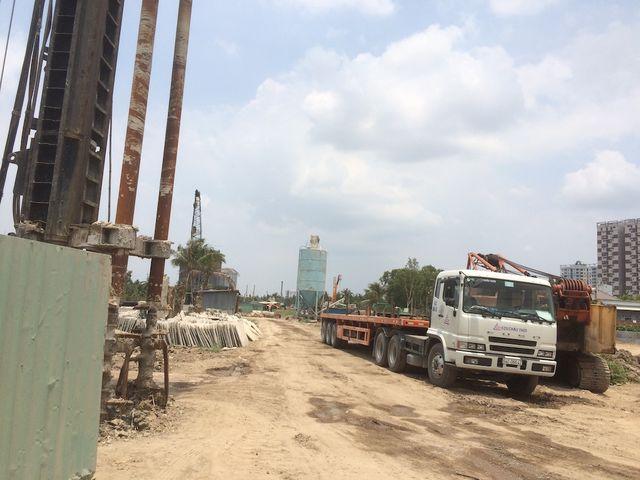 Dự án vành đai 2, đoạn Phạm Văn Đồng - nút giao Gò Dưa (quốc lộ 1) động thổ từ năm 2015 nhưng đến nay chỉ là từng đoạn công trường ngổn ngang