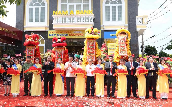 Nam A Bank Đắk Nông khai trương tại số 29-31, đường 23/3, phường Nghĩa Trung, thị xã Gia Nghĩa, tỉnh Đắk Nông.