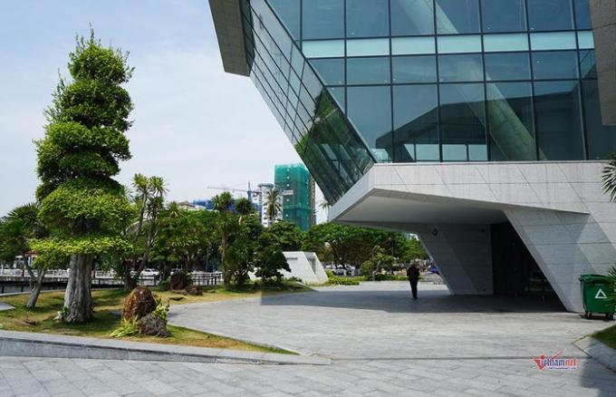 Dự án xây dựng trên quy mô 0,4 ha với diện tích mặt đất là 2.100 m2, diện tích mặt nước là 1.900 m2. Công trình có 3 tầng, thiết kế nhiều tiểu cảnh cây xanh