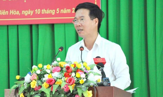 ĐBQH Võ Văn Thưởng, Ủy viên Bộ Chính trị, Bí thư Trung ương Đảng, Trưởng ban Tuyên giáo Trung ương phát biểu tại hội nghị tiếp xúc cử tri.