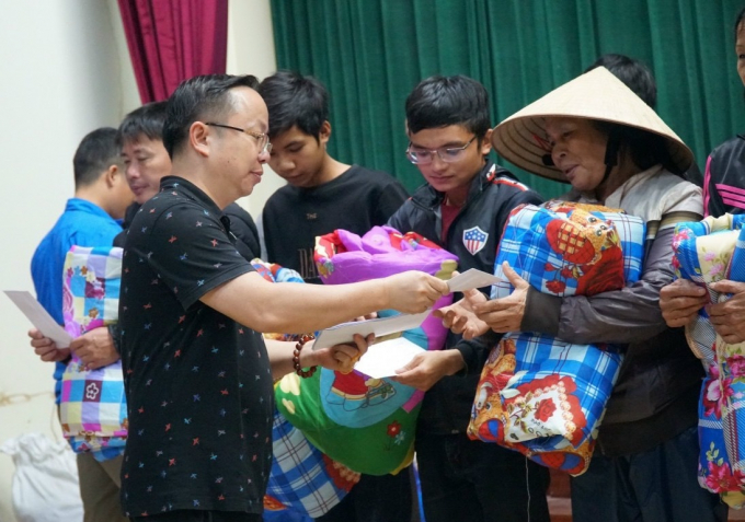 14 - Chua Linh Son cuu tro