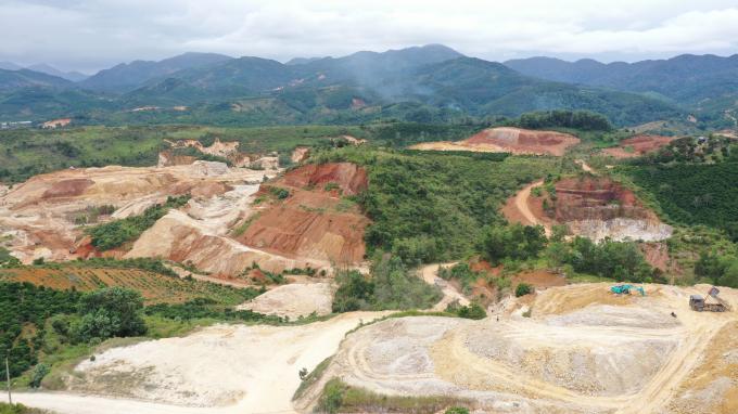 Tại tỉnh Lâm Đồng, cao lanh tập trung nhiều ở TP Đà Lạt (Prenn và Trại Mát) Tuy nhiên, khu vực 2 huyện Bảo Lâm và Bảo Lộc được xem là thủ phủ của nạn khai thác cao lanh.