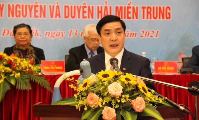Đồng chí Bùi Văn Cường, Ủy viên Trung ương Đảng, Bí thư Tỉnh ủy Đắk Lắk phát biểu tại Hội thảo