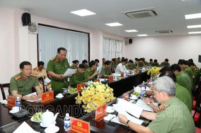 Đại tá Lê Quang Nhân, PGĐ Công an tỉnh báo cáo kết quả nổi bật từ đầu năm 2021 đến nay.