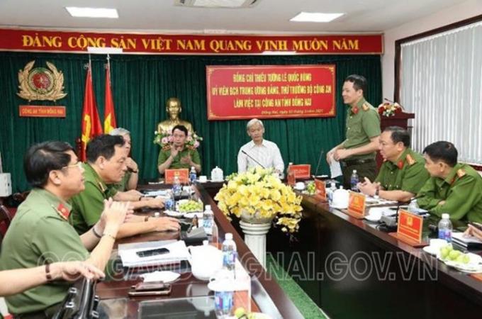 Đại tá Vũ Hồng Văn, Giám đốc Công an tỉnh tiếp thu ý kiến chỉ đạo của lãnh đạo BCA và Tỉnh uỷ.