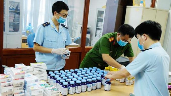 Ma túy được các đối tượng ngụy trang trong các lọ thực phẩm chức năng, thuốc gửi chuyển phát nhanh qua đường hàng không về Việt Nam.