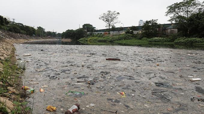 Ô nhiễm ở điểm cuối sông Tô Lịch giao với sông Nhuệ.