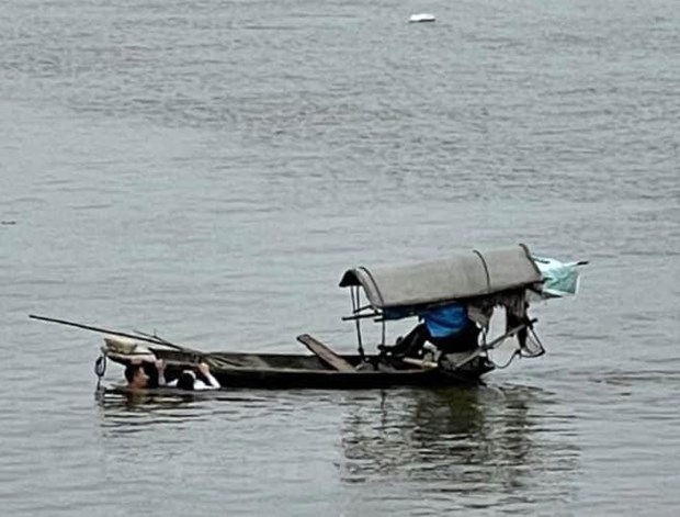 Quân nhân Nguyễn Văn Thứ cứu người phụ nữ bị đuối nước trên sông Nhuệ. (Ảnh: Thanh Tuấn/Vietnam+)