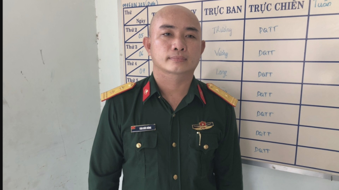 Đối tượng Văn Đức Hùng giả mạo sĩ quan quân đội.