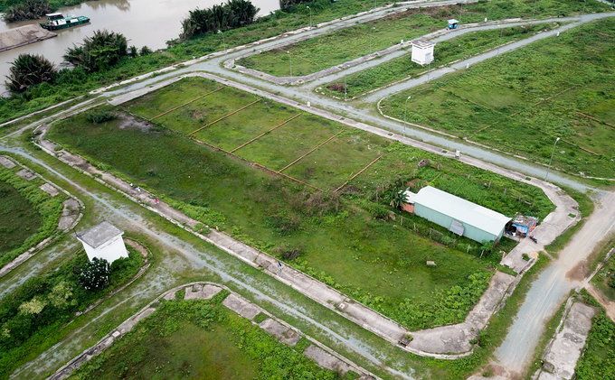 Theo quy hoạch, Bắc Rạch Chiếc sẽ là khu dân cư kiểu mẫu của thành phố, gồm nhiều khu biệt thự vườn, nhà liền kề, chung cư cao cấp, cao ốc văn phòng, trung tâm thương mại dịch vụ, công viên du lịch, trường học...  Tuy nhiên, gần 20 năm qua hệ thống hạ tầng ở đây vẫn chưa hoàn chỉnh. Quanh khu chủ yếu là những con đường đã thành hình cùng các lô đất hoang vắng.