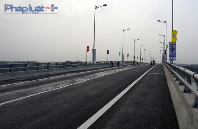 Cầu Tân Phonggiúp nối liền đường vành đai I thành phố Nam Định.