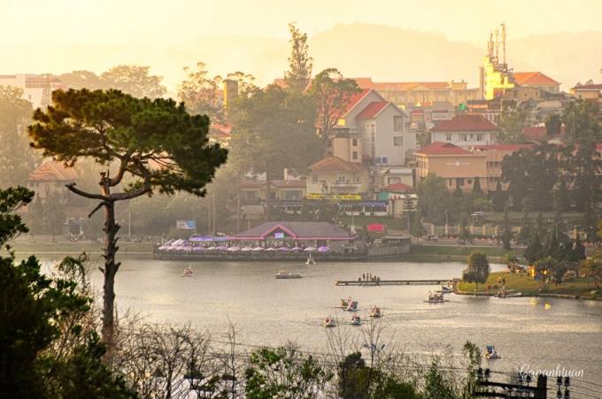 Nơi đây cũng có rất nhiều hồ nước nổi tiếng,(Ảnh: Cao Anh Tuấn)