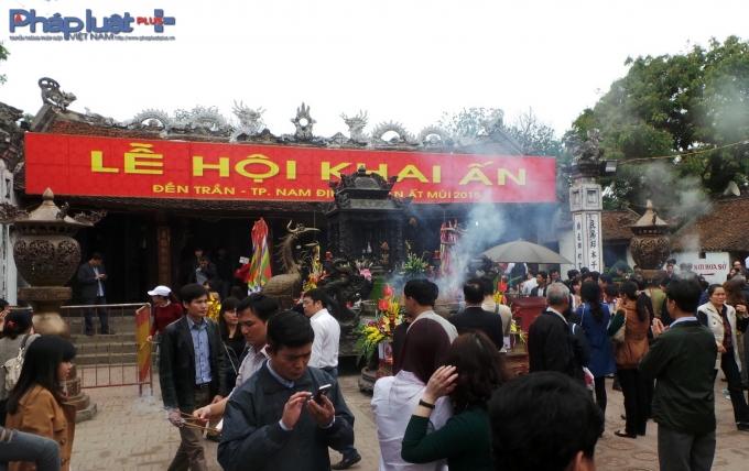 Lễ hội Khai ấn Đền Trần năm 2015.(Ảnh: Minh Trang)