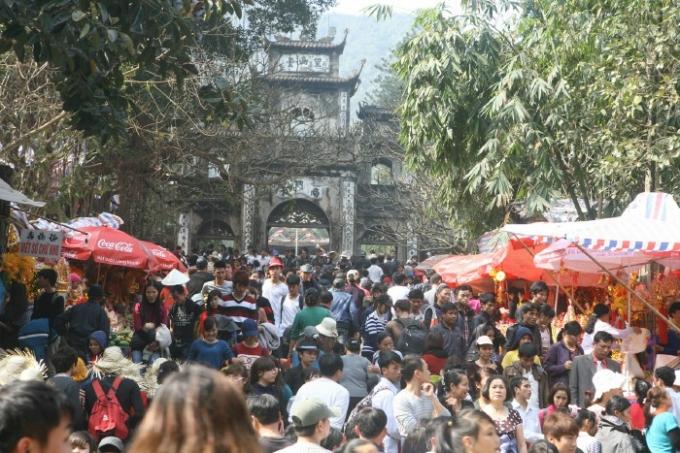Các hoạt động tín ngưỡng, tâm linh đã sãn sàng phục vụ phật tử về chiêm bái tại lễ hội Chùa Hương. Ảnh: Internet
