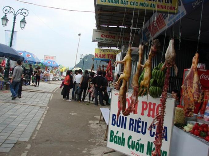 BTC đã có quy định cấm các hộ kinh doang, bày bán thịt thú rừng, treo móc thịt động vật tại không gian tổ chức lễ hội.
