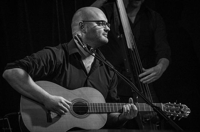Sabino Orsini cógiọng ca tuyệt và là một nhạc công thành thục nhiều loại nhạc cụ. Ảnh: Internet