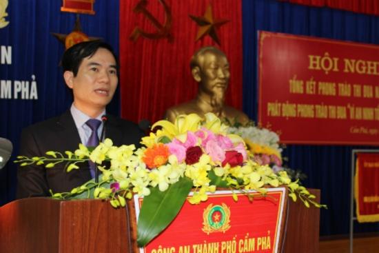 Đ/c Vũ Quyết Tiến, Chủ tịch UBND TP Cẩm Phả phát biểu tại hội nghị