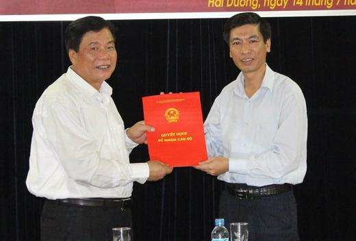 Ông Nguyễn Văn Phú - Giám đốc Sở NN và PTNT Hải Dương (áo trắng bên phải)