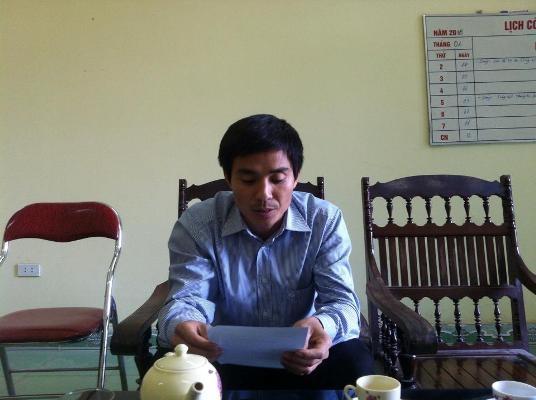 Phó chủ tịch UBND xã Cao Thắng làm việc với phóng viên Phapluatplus. Ảnh: Du Nghĩa.