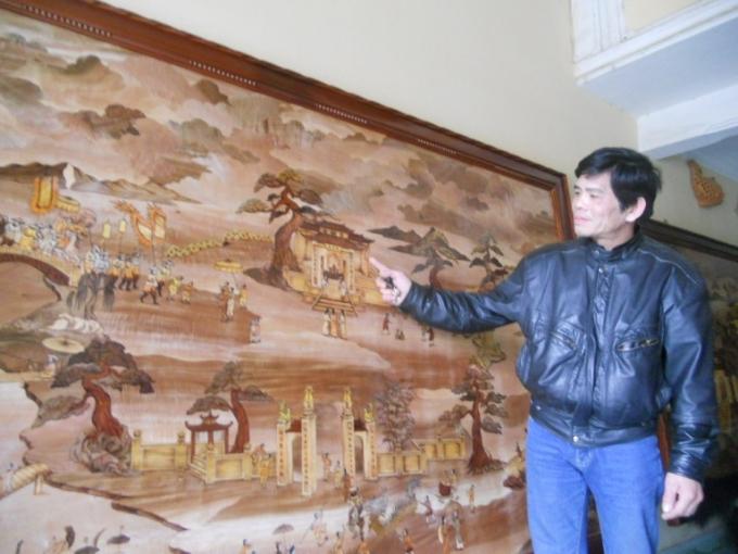 Nghệ nhân Viện bên bức tranh lễ hội dân gian thời xưa