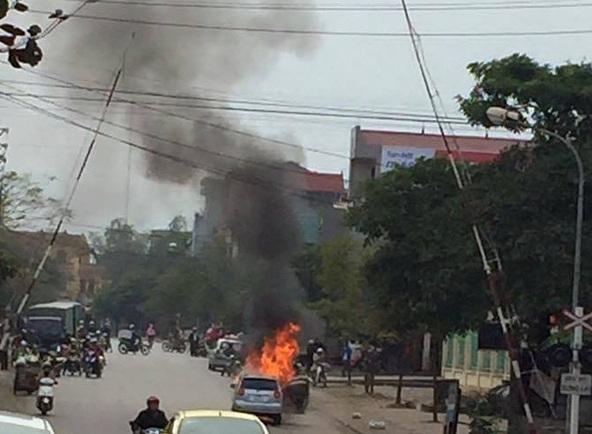 Hiện trường nơi xảy ra vụ cháy xe.