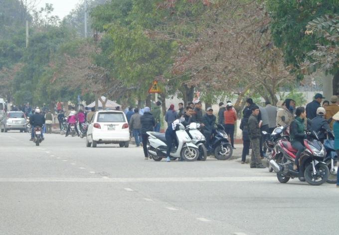 Một lượng nhỏ du khách ở xa cũng đã bắt đầu về trẩy hội Lim từ ngày hôm nay