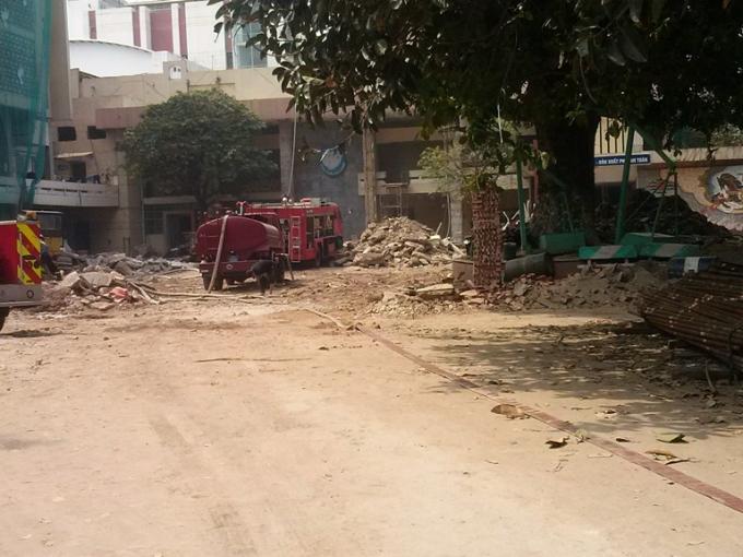 Khu vực bên trong hiện trường nơi xảy ra vụ cháy.