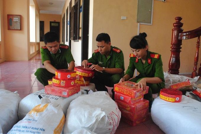 Hơn 400 kg pháo nổ do cơ quan công an huyện Quỳnh Lưu thu giữ.(Ảnh Duy Ngợi)