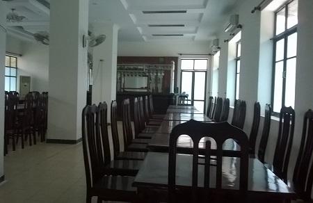 Trong Cơ sở dạy nghề có luôn phòng ăn uống, quầy bar, Karaoke (ảnh Duy Ngợi).