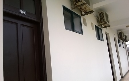 Một dãy phòng nghỉ tại Cơ sở dạy nghề (ảnh Duy Ngợi).