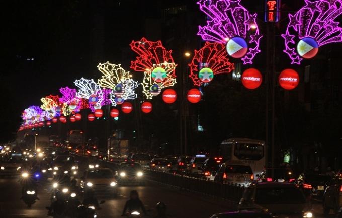 Những con phố luôn đông nghẹt người trước thèm năm mới.