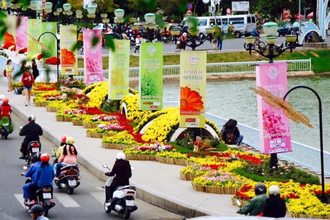 Festival hoa Đà Lạt là dịp tôn vinh những đóng góp thầm lặng của những đơn vị, cá nhân đưa thương hiệu hoa Đà Lạt ra thế giới. Ảnh: Minh Anh