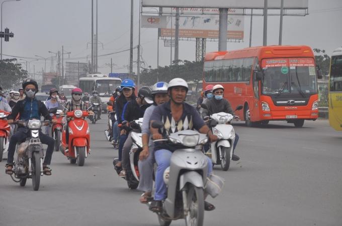 Phương tiện giao thông hướng về Sài Gòn đều rất bình thản