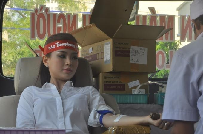 Các bạn trẻ tham gia hiến máu cứu người xem đây là việc làm thiết thực và giàu ý nghĩa nhân văn