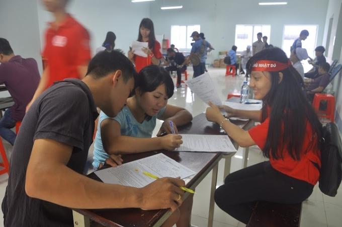 Hàng ngày bạn trẻ đã hào hứng đăng ký tham gia hiến máu cứu người