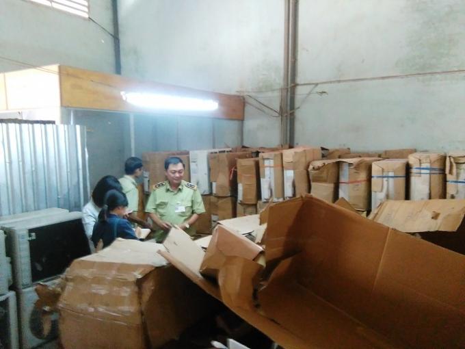 Nhà kho chứa hàng ngàn thiết bị điện lạnh nhập khẩu trái phép.