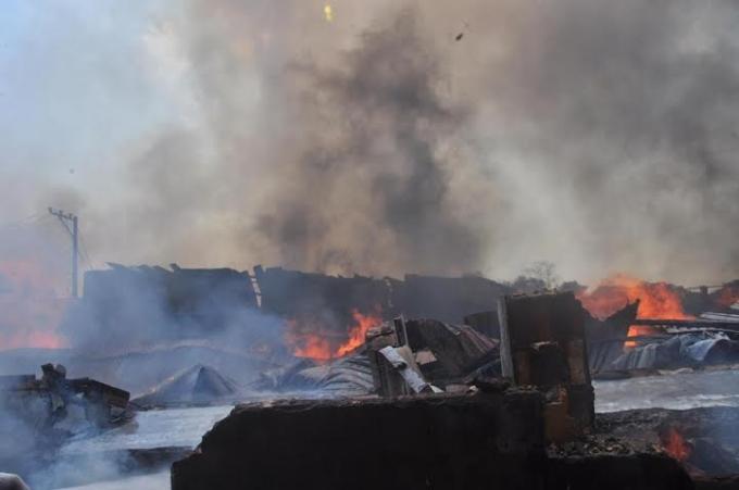 Đám cháy nhanh chóng trở thành biển lửa trong gang tấc.