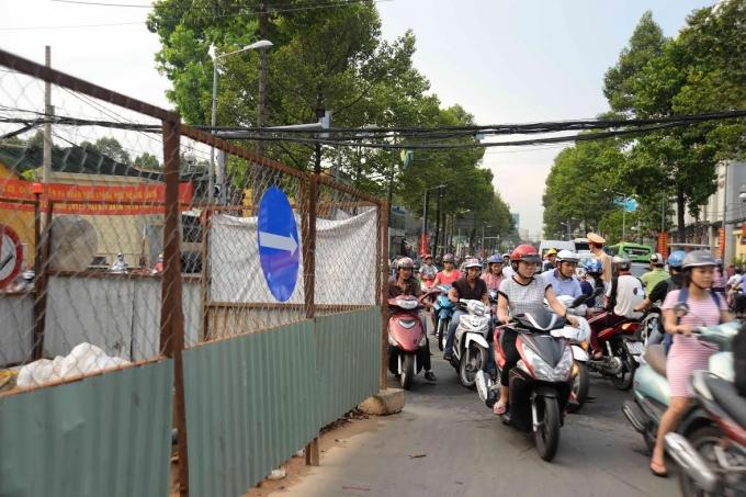 Ngưng đào đường 15 ngày để người dân đón Tết. Ảnh-T.N