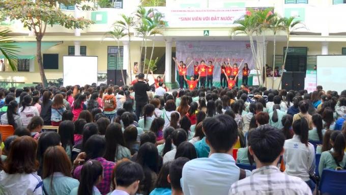 Hàng ngàn sinh nhà trường đã tích cực hưởng ứng phong trào này.