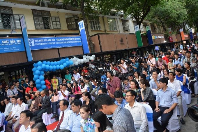 Biển người tham dự sự kiện khai trường Đường sách TP Hồ Chí Minh.