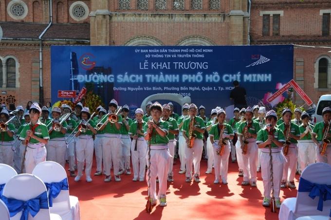 Đường sách TP Hồ Chí Minh được xem là con đường sách chuẩn của Việt Nam để các địa phương học tập.